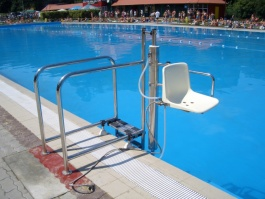Vstup do bazénu pro imobilní spoluobčany